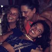 Isis Valverde celebra aniversário de 29 anos com Luiza Brunet e amigas na Bahia