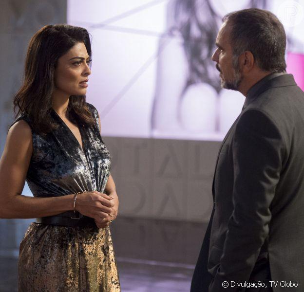 Carolina (Juliana Paes) e Germano (Humberto Martins) se beijam, mas o empresário falha na hora H na novela 'Totalmente Demais'