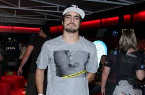 Caio Castro recebe vaias após furar fila de brinquedo no Rock in Rio