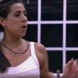 Juliana criticou Paula Fernandes em conversa na cozinha com outros brothers: 'Insuportável'