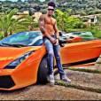Gusttavo Lima trocou esta  Lamborghini laranja por uma   Ferrari vermelha em outubro de 2014