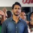 Já Raphael Viana interpreta o jovem médico Léo no filme 'Apaixonados'
