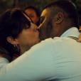 Outra história de amor contada no filme 'Apaixonados' é a da vendedora de cerveja Uítinei (Evelyn Castro) e do gringo Scott (Danilo de Moura)