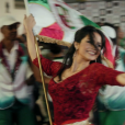Nanda Costa vive a porta-bandeira Cássia no filme 'Apaixonados'