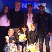 Neymar leva o filho, David Lucca, a espetáculo da Disney com amigos do Barcelona