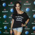 Adriana Birolli usa shortinho jeans no Rock in Rio, no 4º dia do festival