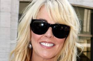 Mãe de Lindsay Lohan tem carteira de motorista suspensa por dirigir alcoolizada