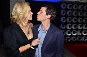 Carolina Dieckmann prestigia o marido, Tiago Worcman, em festa da nova MTV