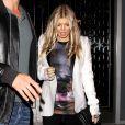 Fergie sai para jantar com o marido, Josh Duhamel, e mostra boa forma quase um mês após dar à luz seu primeiro filho, Axl Jack Duhamel, em 25 de setembro de 2013