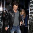 Fergie e Josh Duhamel deixam restaurante de Los Angeles, na Califórnia