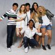 Arthur Aguiar ao lado do elenco de 'Rebelde': Sophia Abrahão, Lua Blanco, Mel Fronckowiak, Chay Suede e Micael Borges