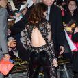 Kristen Stewart abusa no decote em lançamento de 'Amanhecer - parte 2'