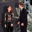 Kristen Stewart e Robert pattinson trocam olhares