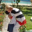 Xuxa abraça pequeno atendido pela sua fundação, na festa de 24 anos da entidade, nesta sexta-feira, 11 de outubro de 2013