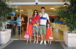 Vera Viel, mulher de Rodrigo Faro, tem alta da maternidade