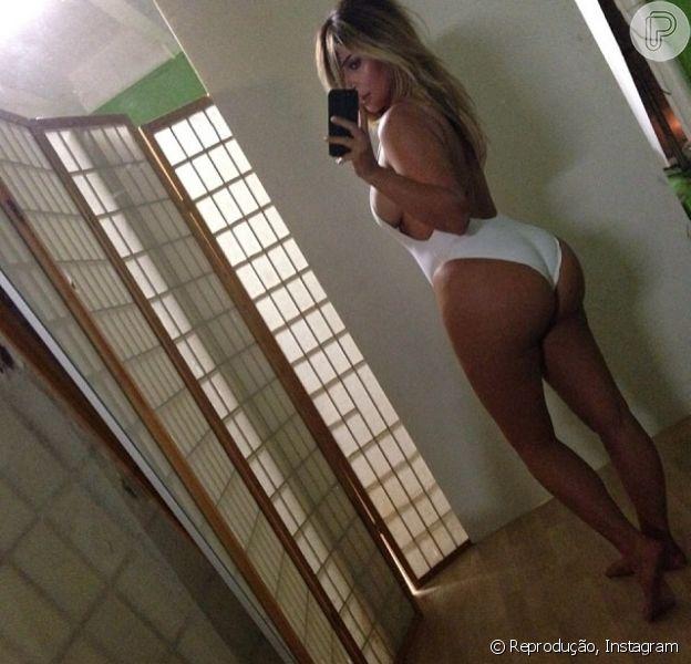 Kim Kardashian exibe bumbum avantajado em foto publicada no Instagram, em 17 de outubro de 2013