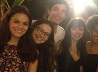 Bruna Marquezine posa ao lado de elenco da novela 'Em Família', em Goiás