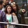 Steven Tyler estava acompanhado de uma morena. A moça foi flagrada com ele em julho deste ano durante uma viagem de férias