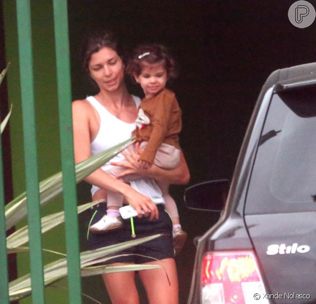 Grazi Massafera foi flagrada em Paranaguá com a filha, Sofia, nesta quinta-feira, 24 de outubro de 2013