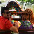 Marina Ruy Barbosa e o namorado, Xandinho Negrão, curtem passeio de barco na Tailândia. Atriz apostou em óculos de sol do designer Thierry Lasry, vendidos por US$ 385, o equivalente a R$ 1.270
