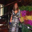 Para outra ocasião, Marina Ruy Barbosa apostou em vestido longo e decotado da marca americana For Love & Lemons