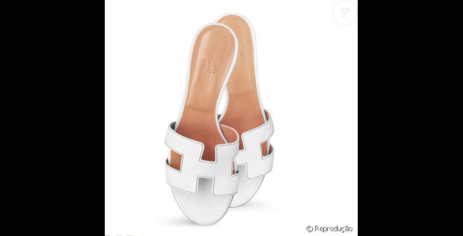 58e637e52c Sandálias rasteiras usadas por Marina Ruy Barbosa na Tailândia são da marca  Hermès