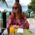 Para um café da manhã à beira da praia, Marina Ruy Barbosa apostou em vestido estampado do estilista Emilio Pucci