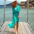 Em passeio na Tailândia, Marina Ruy Barbosa apostou em saída de praia verde, de renda, da Gluck Beachwear, vendido R$ 408 no site da marca