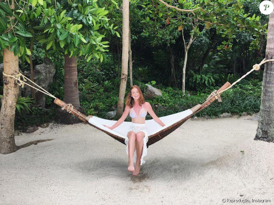 8749e61ae4 Marina Ruy Barbosa curtiu mais um dia de férias na Tailândia com biquíni  branco com detalhes em tule