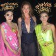 Para passeio noturno pela ilha Koh Samui, na Tailândia, Marina Ruy Barbosa apostou em maiô Adriana Degreas, vendido por R$ 680, e saia transparente