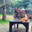 Marina Ruy Barbosa escolheu macaquinho verde estampado da coleção Verão 2017 da Fabulous Agilità - ainda indisponível para vendas - ao visitar um zoológico na Tailândia, onde posou com um tigre