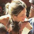 Giovanna Ewbank foi clicada cercada de crianças em março passado durante nova viajem pela África