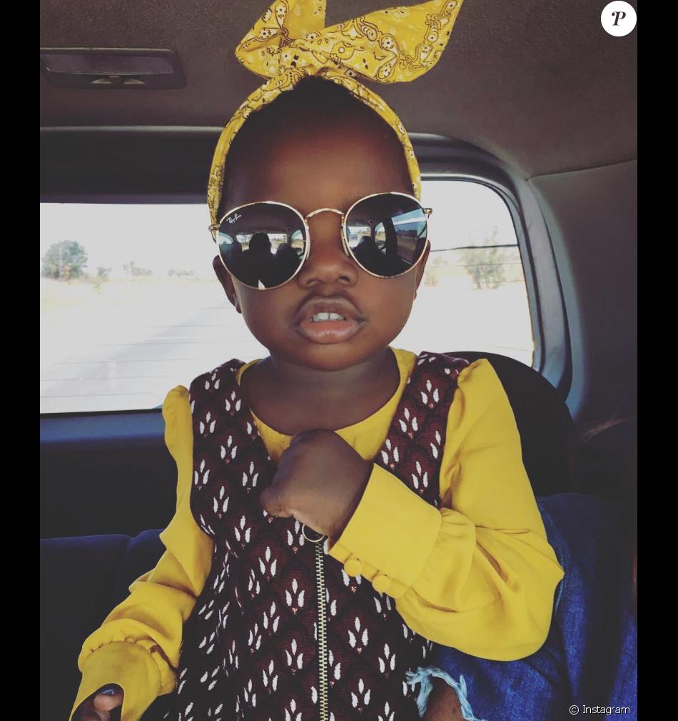 Irmão de Giovanna Ewbank compartilhou a foto da menina adotada pela irmã e por Bruno Gagliasso: 'O anjo da família chegou'