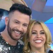 Joelma nega namoro com dançarino de sua equipe: 'A gente faz uma encenação'