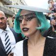 Lady Gaga apostou em um look do estilista brasileiro Pedro Lourenço em viagem de divulgação do álbum 'Born This Way' em 2011, em Paris, na França