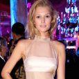 A modelo Toni Garrn apostou em um look de Barbara Casasola no festival de Cannes, em 2014