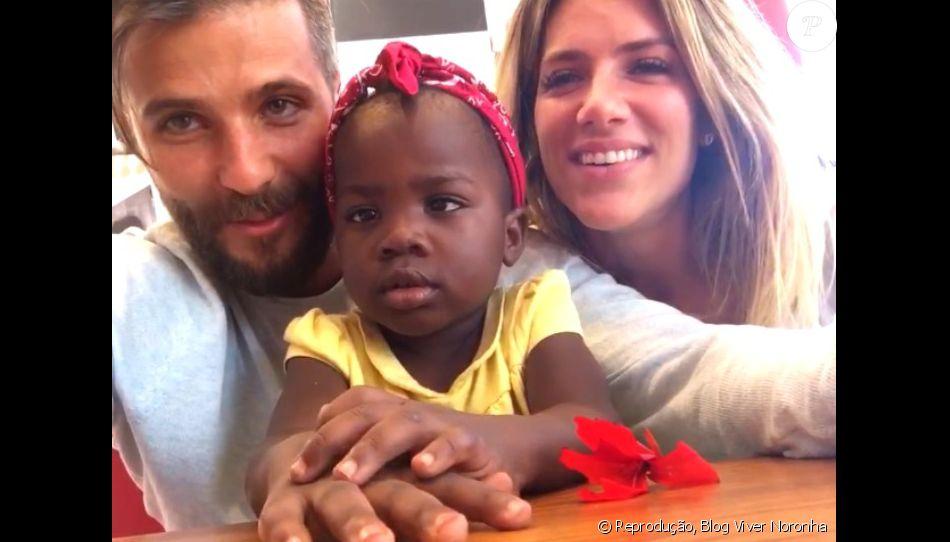 Bruno Gagliasso e Giovanna Ewbank posam com a filha, Titi, pela 1ª vez em vídeo enviado para amigos de Fernando de Noronha nesta quinta-feira, dia 07 de julho de 2016
