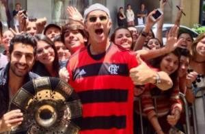Chad Smith, do Red Hot Chili Peppers, veste camisa do Flamengo após polêmica