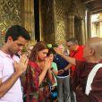 Marina Ruy Barbosa e Xandinho Negrão receberam benção em templo budista