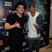 Neymar e Wesley Safadão posam juntos em camarim antes de show em São Paulo