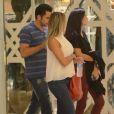 Latino, a namorada e a filha  curtiram a noite de sexta-feira, 9 de julho de 2016, em um shopping do Rio