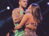 Lucas Lucco mostra braço definido e é agarrado no palco por fã em show no Pará