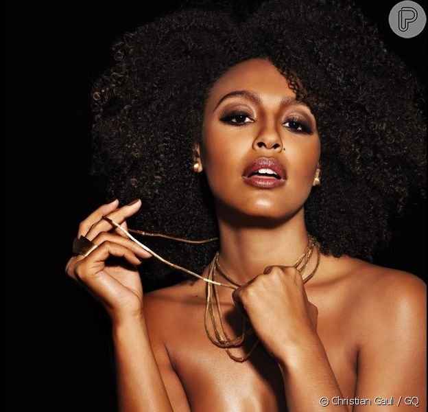 Sheron Menezes anunciou que está noiva do modelo Saulo Bernard, em 9 de novembro de 2013