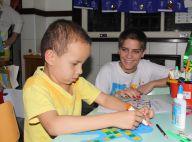 Isabella Santoni, que terá leucemia na TV, visita crianças com câncer. Fotos!