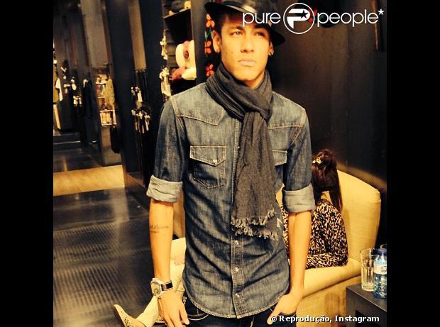 89f8cf2c5e175 Bruna Marquezine publica foto de Neymar todo estiloso, em 10 de novembro de  2013