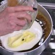 Mosca estava na manteiga que Ana Maria Braga misturou aos outros ingredientes da calda de um bolo de chocolate com banana