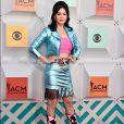 Para um evento em Las Vegas, a cantora Katy Perry adotou o estilo cowgirl e usou saia e jaqueta metálicas na cor azul, com bota e cinto em estampa de couro de vaca