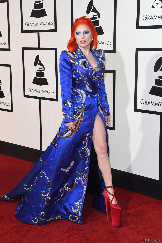 Vestido azul combina com qual cor de sapato