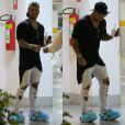 Lucas Lucco surpreendeu ao passear em shopping usando um par de pantufas azuis do personagem  Sulley, da animação 'Monstros S.A.'