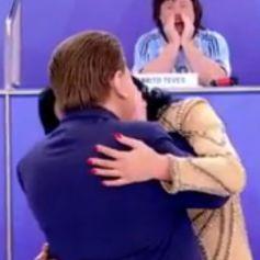 b37c588feb Silvio Santos simulou dar um beijo na boca de Helen Ganzarolli no quadro   Jogo dos